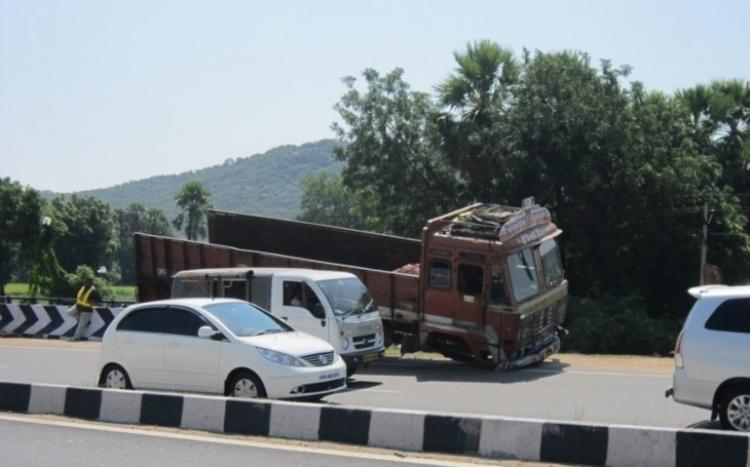 """Jak zneškodnit teroristu v nákladním voze? Toto ho spolehlivě zastaví a ještě """"sešrotuje"""""""