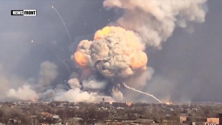 Vybuchuje jeden z největších skladů munice v Evropě. Naše média mlčí