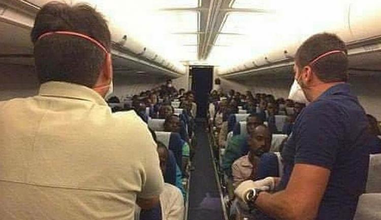Pokochejte se. Vaši noví spoluobčané na cestě z Libye do Itálie