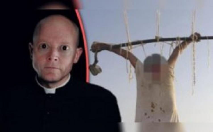 Pedofilní kněz s HIV, který znásilnil 30 dětí a bylo mu Vatikánem odpuštěno, byl nalezen ukřižovaný před kostelem
