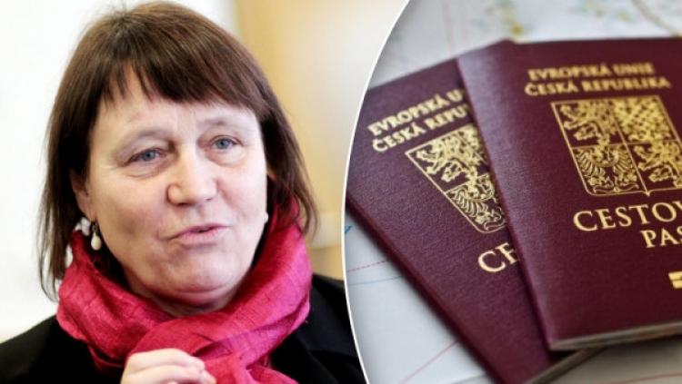 Další perla Šabatové: Přijměme uprchlíky i s padělanými pasy!