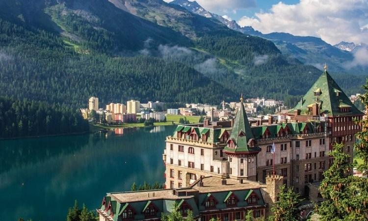 Švýcarsko může garantovat měsíční příjem 2.600 $ pro všechny své občany