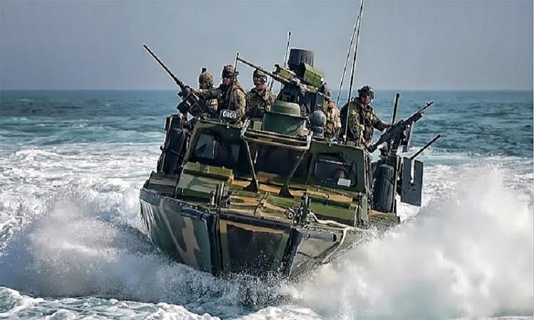 Obamovo tajné jednání zkrachovalo. Írán zajal americké vojenské čluny přepravující vrcholného vůdce teroristů Islámského státu