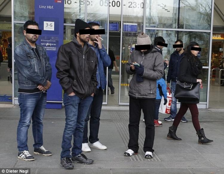 Rakušané žijí ve strachu. Agresivní gangy imigrantů útočí každý den ve Vídni