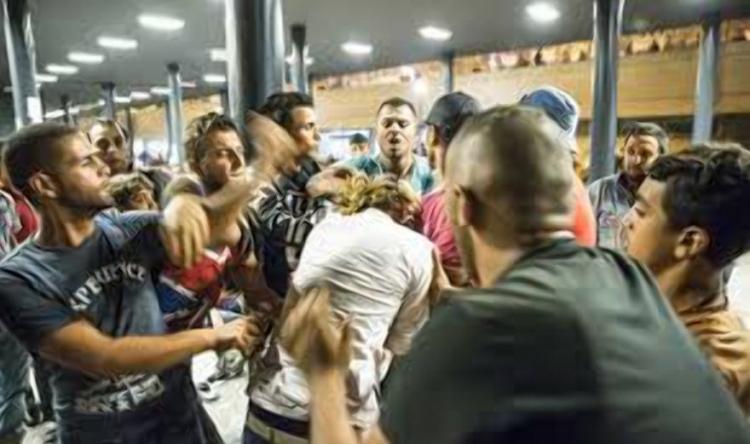 Migranti znásilňovali ženu na vozíku 4 hodiny, policie je nechala jít. Rozzuření lidé chtěli vzít spravedlnost do vlastních rukou