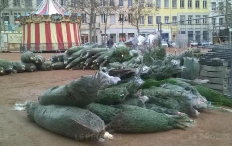 Vánoční trh v Lyonu zrušen, protože organizátoři neměli peníze na protiteroristická opatření