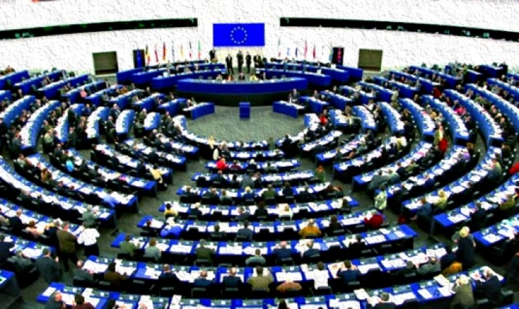 Absolutní fraška. Po tomto videu nebudete mít žádnou důvěru v EU. 10 hlasování méně než za minutu