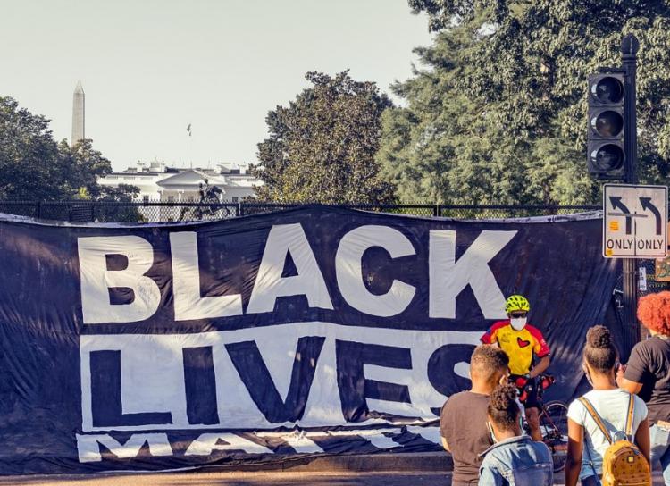 Hnutí Black Lives Matter vydělalo za šest měsíců deset miliard dolarů!