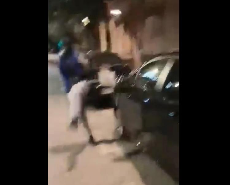 """Migrant """"pouze"""" poškodil vozidlo ženy, která mu odmítla dát peníze"""