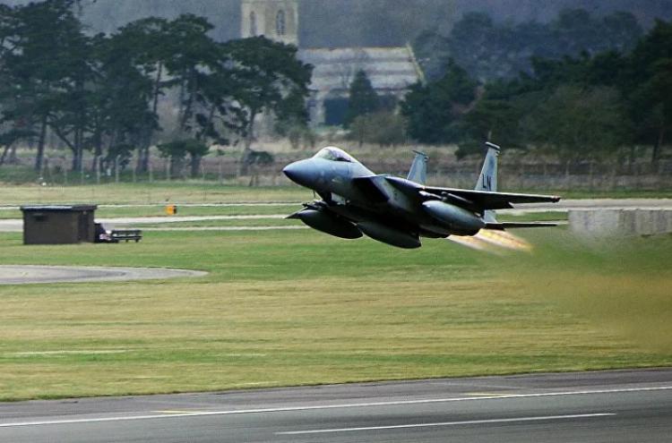 Budou piloti NATO stíháni pro válečné zločiny v Jugoslávii? Podle aktuálního vývoje nic není nemožné, tvrdí Bašta