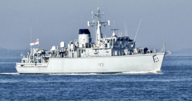 Británie přiznala, že vyslala proti ruským ponorkám plastovou loď