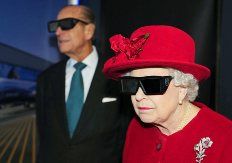 Děje se něco velkého. Královna Alžběta prozradila, že se připravuje k útěku z Británie