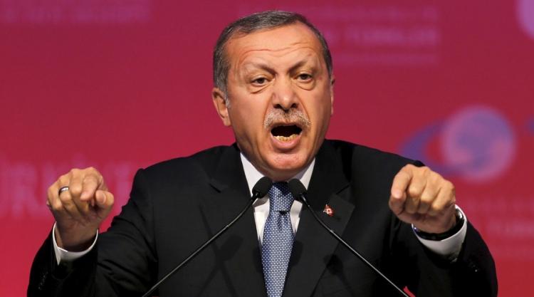 Svět je v šoku. Turecko vyčlenilo pozemek, kam naveze popravené neúspěšné pučisty