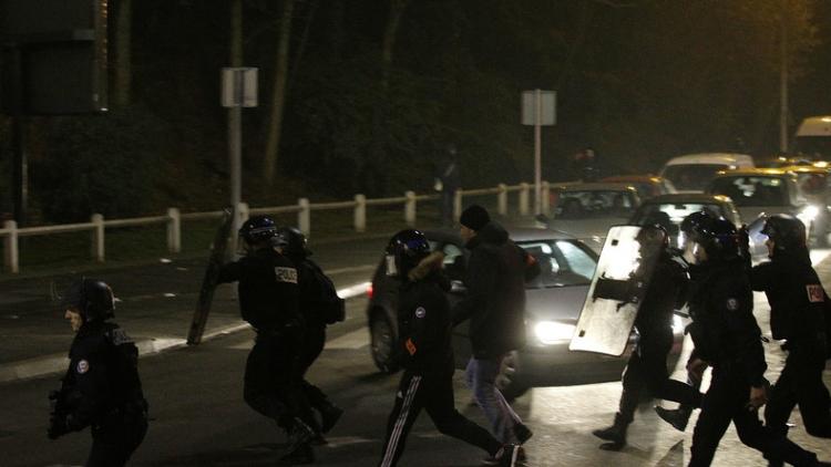 Co musejí umět policisté v multikulturní společnosti? Rychle couvat. Podívejte se na video