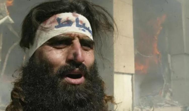 Islámský kazatel varuje: Muži bez vousů vyvolávají hříšné myšlenky. Vypadají jako ženy