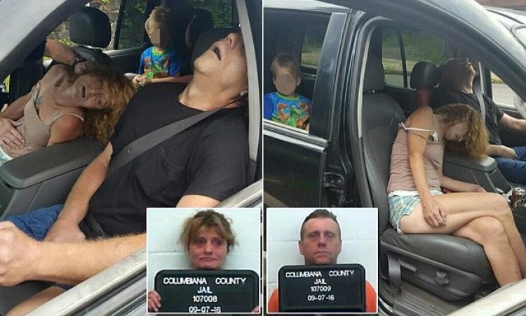 Pár se v autě předávkoval heroinem. Dítě se v tichosti dívalo ze zadního sedadla...