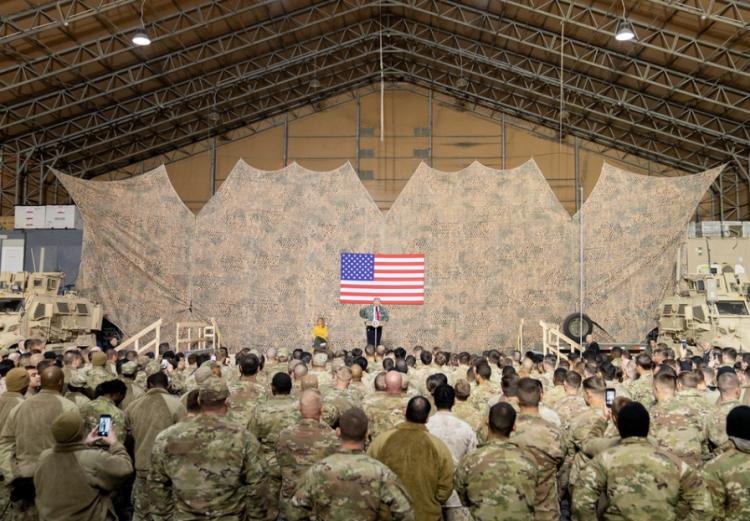 Vojáci se shromažďují kolem Trumpa a začíná finální zúčtování...