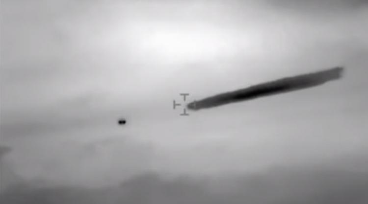 Chilské námořnictvo odtajnilo dosud neznámé záběry UFO, teré vypouštělo do atmosféry neznámou látku