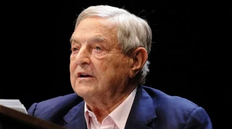 Soros požaduje po EU regulaci sociálních sítí kvůli boji s populismem
