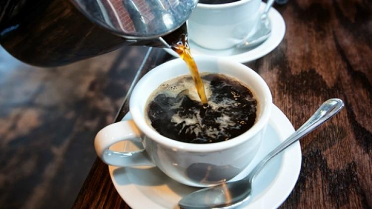 Vědci boří mýty: Káva má příznivé účinky, lidem prodlužuje život, působí proti rakovině, zánětům a jiným nemocem