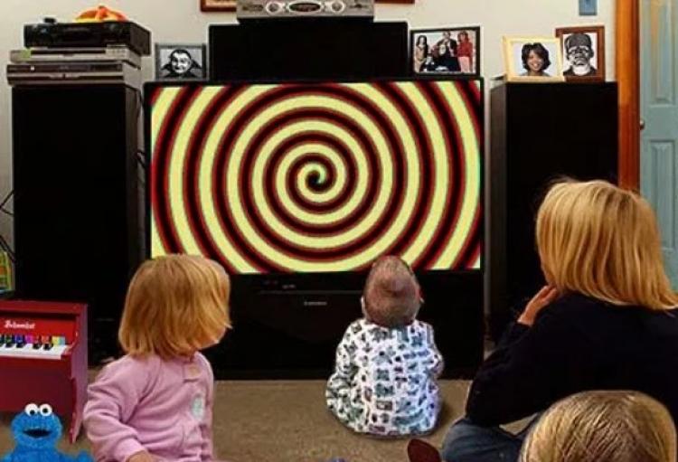 Vypněte televizi dříve, než ohrozí vás a vaše děti. Způsobuje 30 zdravotních potíží, varuje studie