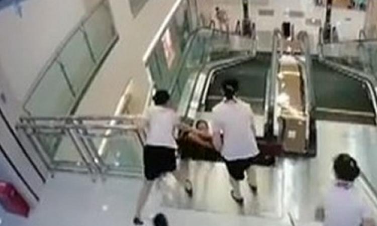 Po tomto videu z Číny už nikdy nebudete mít důvěru v jezdící schody