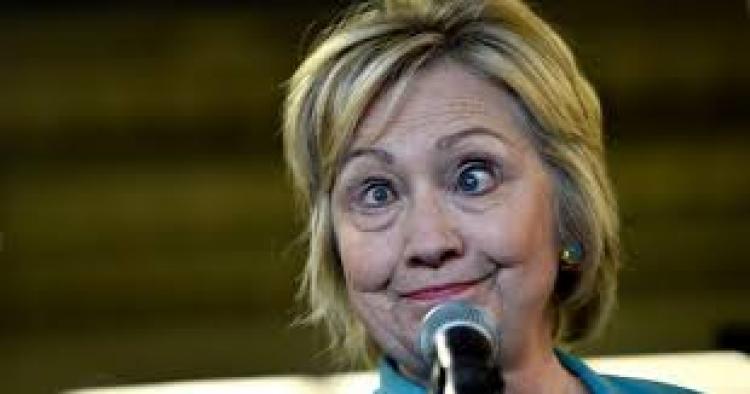 Lidé jsou opět v šoku po vystoupení Hillary Clinton, která znepokojivě kroutila očima a poté se vymluvila na nemoc