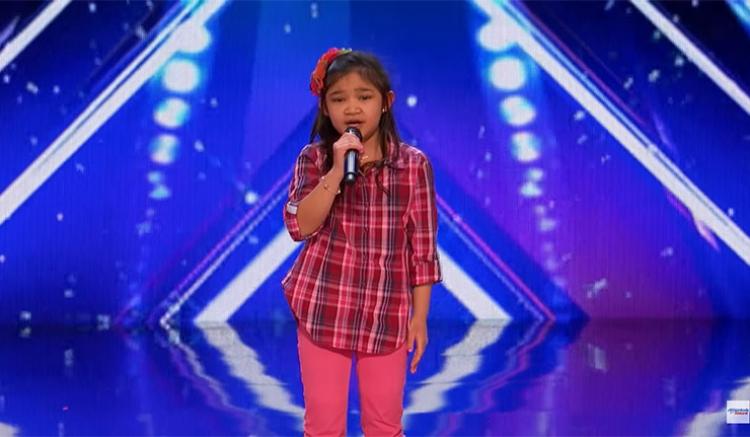 9letá sebevědomá holčička přišla na pódium a řekla, že chce být příští Whitney Houstonová. Když začne zpívat není pochyb o tom, že toho může dosáhnout...