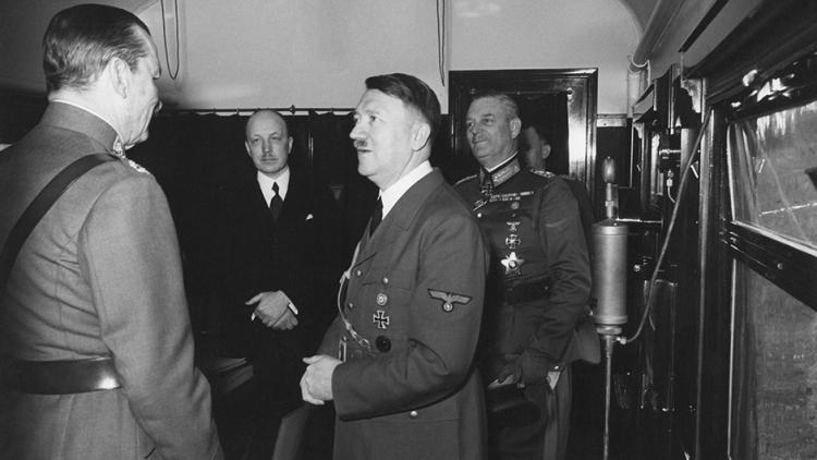 Jak Hitler mluvil v soukromí? Budete překvapeni. Podívejte se na unikátní záznam...