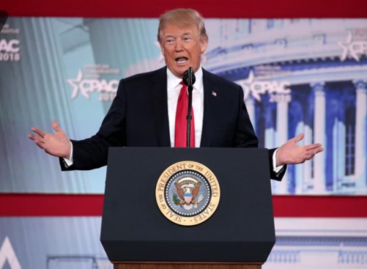 Odhalil Donald Trump před novináři tajnou jadernou zbraň?