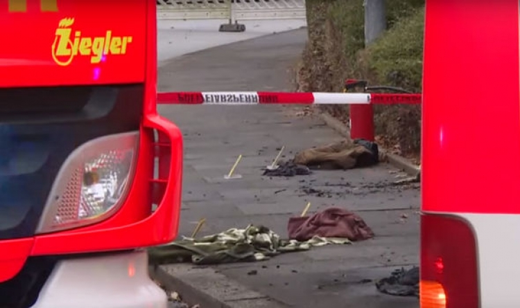 Přistěhovalec z Afriky zapálil v Německu na ulici svojí ženu. Hořící ženu vidělo až 20 svědků