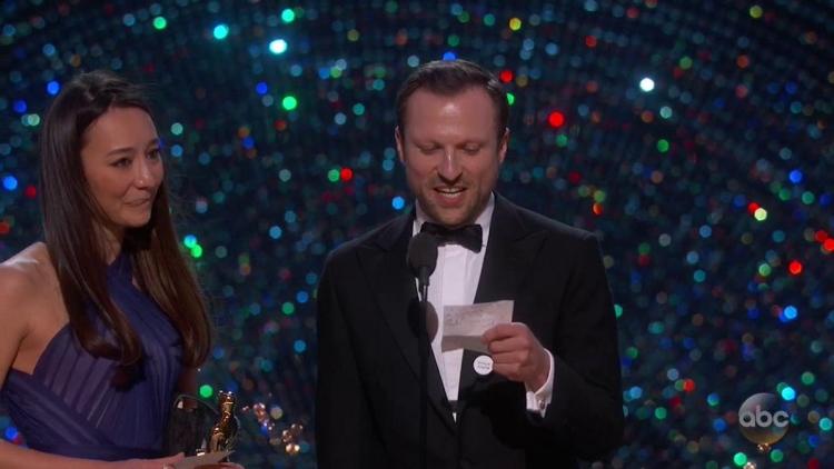 Liberálové se utápěli v slzách radosti poté, co na předávání Oscarů zazněl verš z Koránu