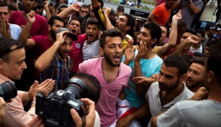 Migranti v Německu: Ať se svět dozví, jak se k nám chovají!