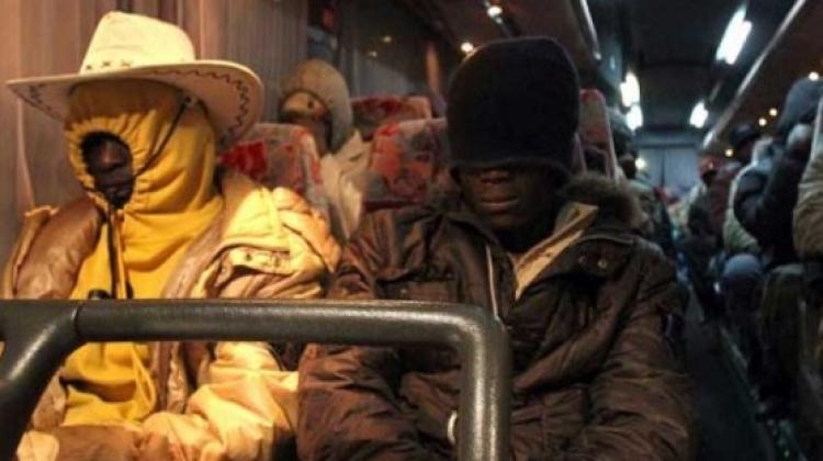 Autobusová společnost Agrigento: Migranti už nemusí v autobusech platit, ale policisté ano