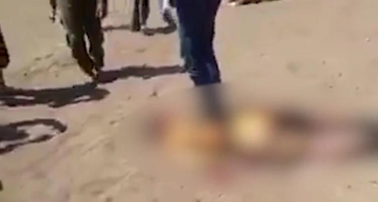 Šokující záběry z místa sestřeleného ruského vrtulníku v Sýrii. Takto se chová umírněná opozice k vojákům (18+)
