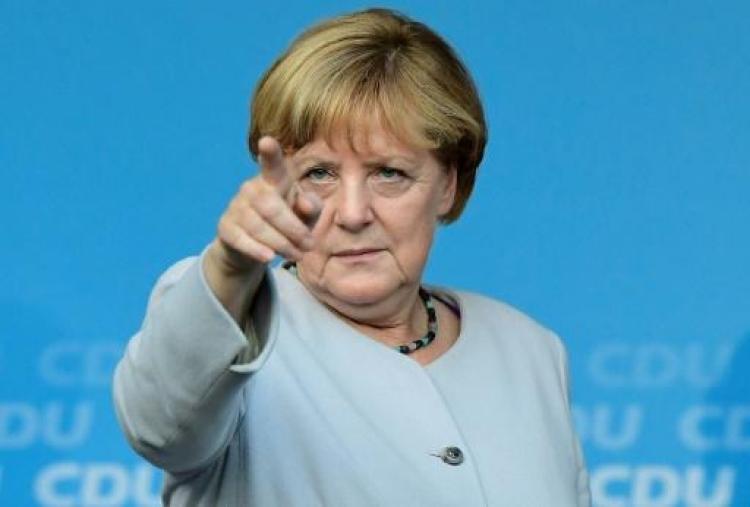 Merkelová se zřejmě zbláznila. Cesta zpět neexistuje, podívejte se na její poslední kroky...