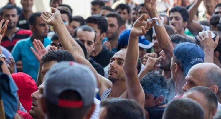 Úředníci objevili manuály, jak mají uprchlíci lhát o své totožnosti