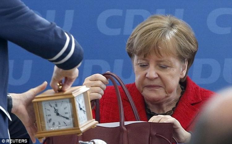 O nás bez nás. Merkelová se definitivně zbláznila. Rozhodla, že Evropa přijme čtvrt milionu uprchlíků každý rok