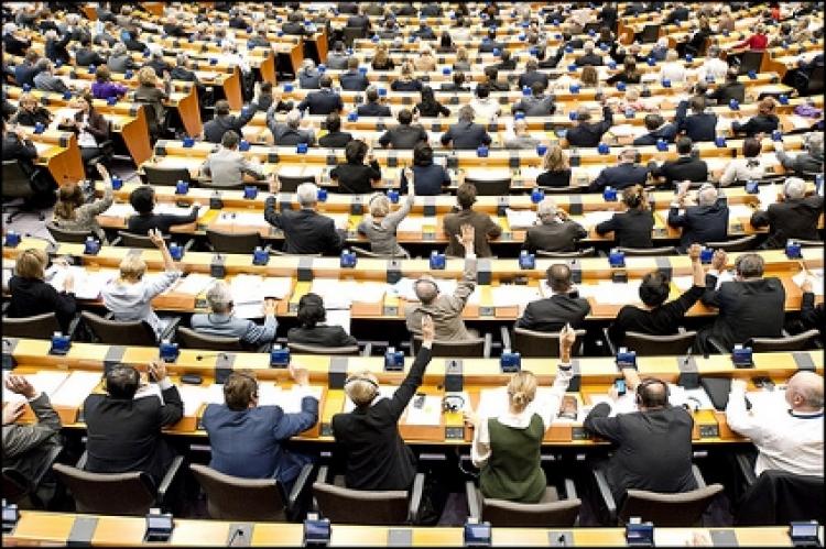 Po tomto šokujícím videu už nebudete mít žádnou důvěru v EU. Hlasování bez sčítání hlasů v EP