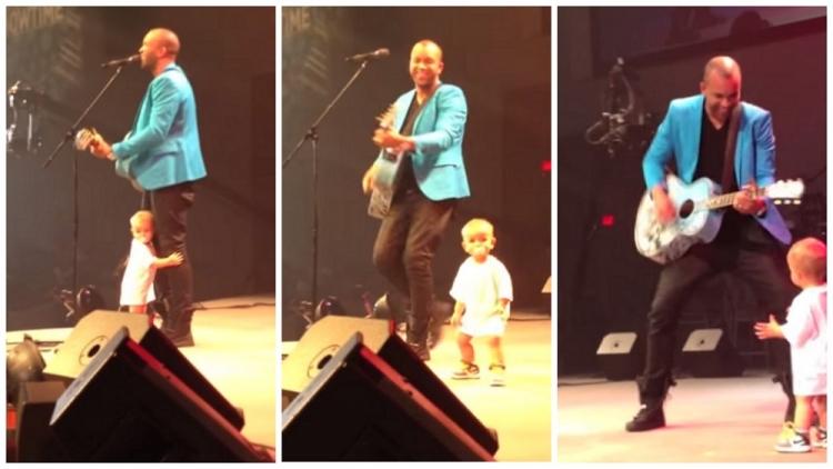 Chlapeček přišel na scénu, aby objal tátu. To, co udělal potom,si získalo srdce nejen publika...