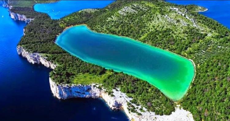 Zapomeňte na Plitvická jezera. Těchto 8 kouzelných míst v Chorvatsku vám vyrazí dech