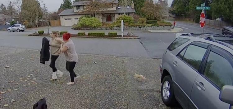 Osud pokáral zlodějku hned na místě činu. Povedená dvojice byla zatčena