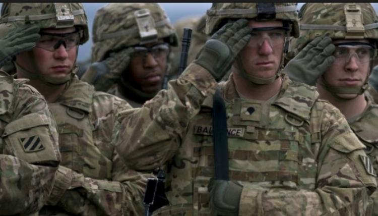Vojenské jednotky USA nasazeny po celém světě. 10 tisíc žalob k sesazení mafie. Obama zřejmě získá azyl v Británii