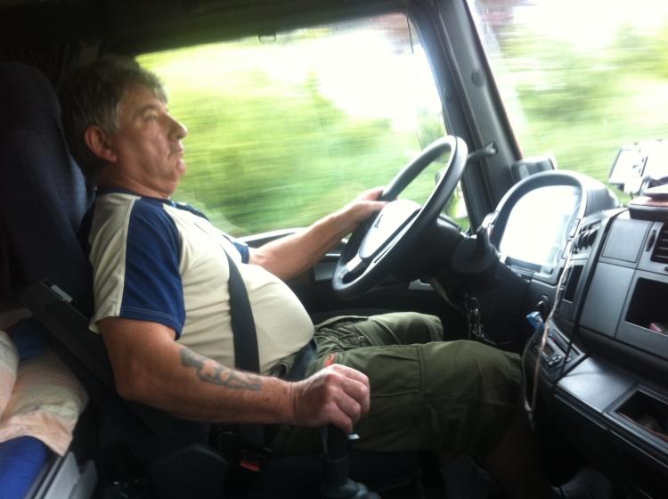 Tomu neuvěříte. Český řidič kamionu dostal ve Francii pokutu za to, že málo vydělává!