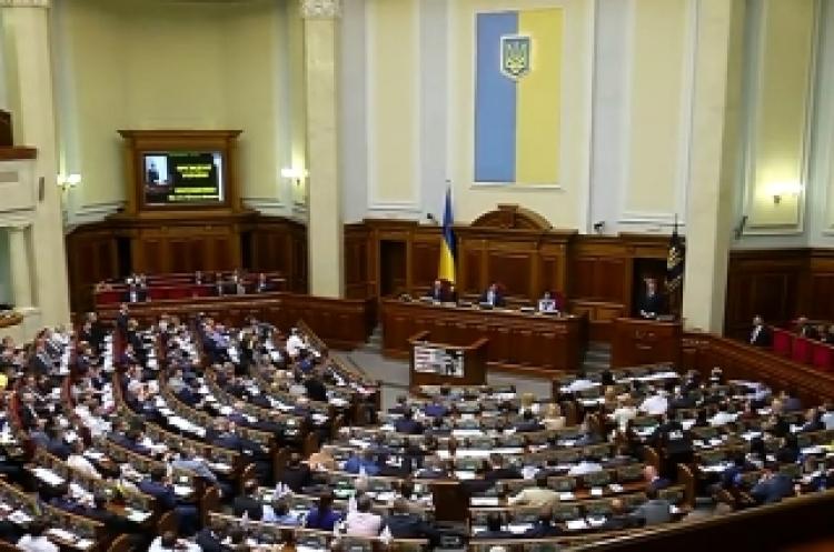 Drž tu ču*ku, ať nám neuteče! Zasedli poslanci proevropského ukrajinského parlamentu