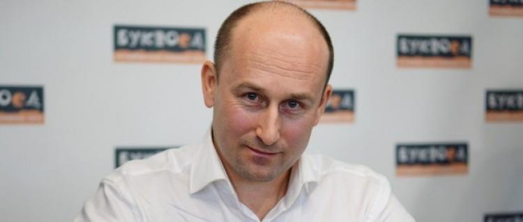 Putinův muž v Praze: Uprchlíci jsou nástroj USA ke zlomení EU, policie přehlíží jejich zločiny