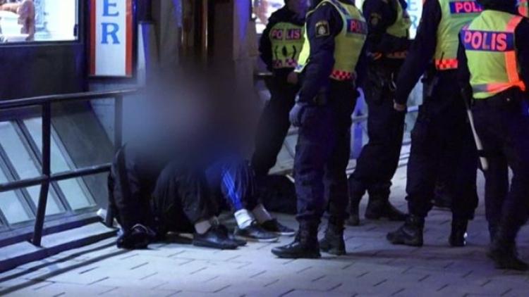 Švédskou policii napadla stovka maskovaných migrantů, místní obyvatelé mají strach