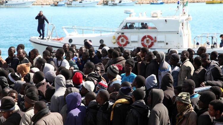 Itálie vyhrožuje EU: Uzavřeme přístavy pro cizí lodě s migranty