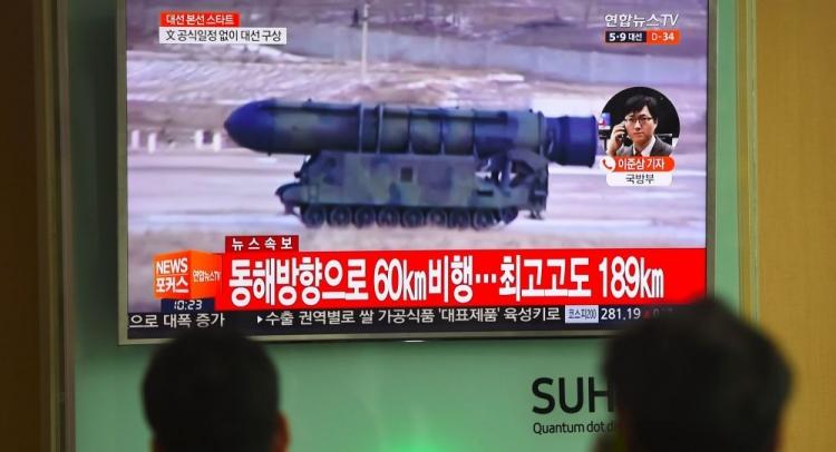Lodě USA se blíží ke Koreji. KLDR hrozí odpovědí, Kreml je znepokojený