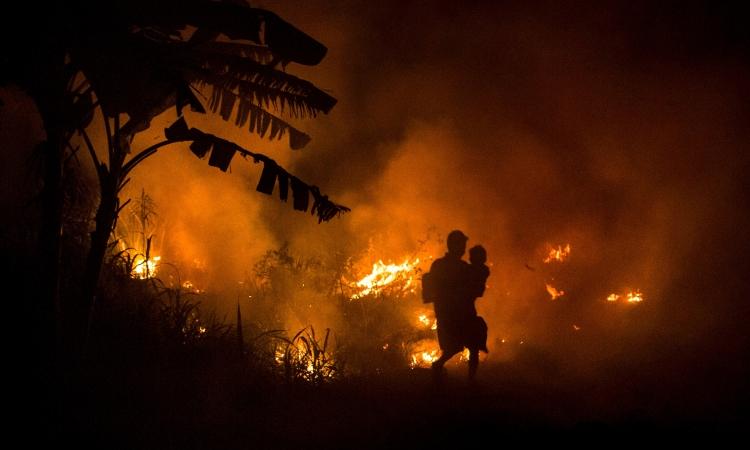 Ohromná část světa hoří. Proč nás to nezajímá?